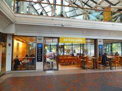 オーボンパン  (au bon pain) フランス語で「おいしいパン」を意味するカフェです。