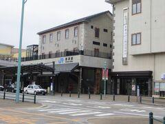08:05 長浜駅に到着。駅まで自転車を押してきました。