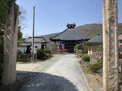 続いて、近くの「長雲寺」へ。 こちらは外から見学します。