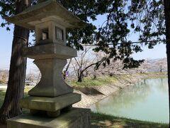 どんどん散歩します。 桜の名所という、「治田公園」へ。