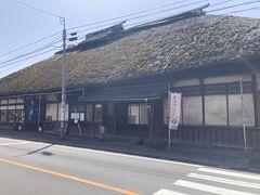 屋代駅から、しなの鉄道で2駅の、戸倉駅(本日最初にタクシーに乗った拠点でした)まで電車で戻り、駅近くの「蕎麦料理處 萱」で昼食。