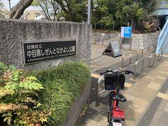 自転車は進入禁止でした。 駐輪場は未確認です。