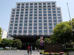 ミッドタウンシャングリラ杭州 (杭州城中香格里拉大酒店) 地下鉄鳳起路駅と同じ街区に有るのでしょうけど、大型商業施設と一体開発した新しいホテルのようで、商業施設をぐるっと回ってきたので10分弱くらいかかりました。