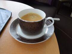 <ジュニアスイートルーム>  お部屋でモーニングコーヒー。