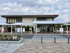 旅館から10分ほどで岩沼駅に到着です。 うぅー時計が止まっている。 時計が止まっているズレてるの大嫌いなんです。