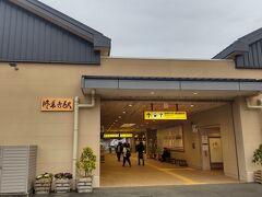 終点の修善寺に到着しました。 駅はきれいな建物でした。