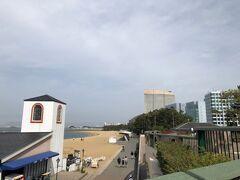 シーサイドももち海浜公園と福岡シーホーク・ヒルトンをバックに