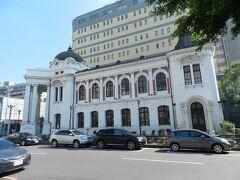 こちらは「旧台中市役所」の建物です。 日本統治時代1911年(明治44年)に建築されたバロック様式の建物。素晴らしいですね~! 設計者は辰野金吾氏。東京駅駅舎を設計した辰野氏です!