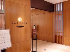 ベイウィングの一階「SALTIDA」  四日目の朝 アップグレードされて朝食が頂けることになったのでバイキング会場へ。 入り口で検温と消毒のために2組ぐらい並んで入ったけど、中は結構!混んでいた。