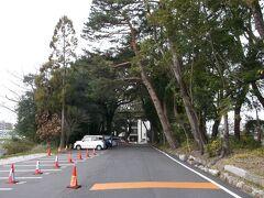 さて、高知市内に入る前に少々渋滞があり、道の駅「やす」からだいたい1時間後の8時40分、山内神社に到着。  ここの駐車場に車を停めて街歩き。