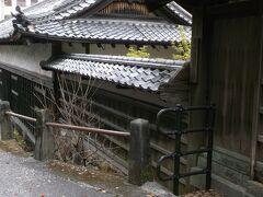 まず訪ねたのは山内神社のすぐお隣。