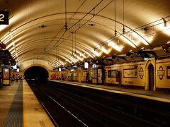 次にシドニーの鉄道の歴史が今も残る場所を紹介します。まずはミュージアム駅、1920年代の開業時の雰囲気を良く残しています。パリのメトロの駅を思い出します。