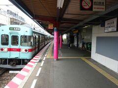 終点の太宰府駅まで行かないで、この駅で降りる。