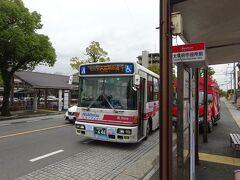 バスがやってきた。 宇美営業所行きとなっているが、そこの営業所のバスではなく、となりの筑紫野市にある、西鉄バス二日市の原(ばる)営業所のバス(宇美、筑紫野、二日市、そしてここが太宰府。土地勘がないと何が何だか・・・)