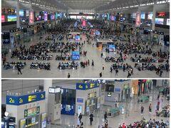 上海虹橋駅 地下鉄を乗り継いで上海市の西側に位置する虹橋駅に到着。 2010年開業の巨大なターミナル駅で、30線くらい停車できるホームがあります。 中国の新しめの駅の構造は、2階が出発待ちの待合大ホール、ホールには各ホーム毎の改札が設けられています。 1階がホーム、地下が到着客を駅出口まで誘導する通路となっているのが一般的です。