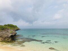 『西の浜』。  ウミガメが産卵に来る美しいビーチ。ほとんど人がいないので、のんびりできます。他の場所もほとんど人いなかったけど(笑)。