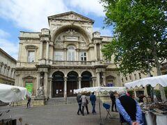 市庁舎の北隣にあるオペラ座。