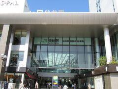 仙台駅に到着です。JRを東西に横切れる場所はここの通路だけなんでしょうか?