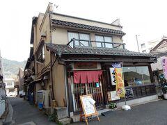 昼食は、かつて大手旅行会社に勤務していた兄のお薦めで「千とせ」にしました。 「対仙酔楼」の隣にあります。  活魚料理のお店です。