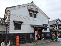 次は「いろは丸展示館」に入館します。  江戸時代に建てられた蔵をそのまま利用しているそうです。