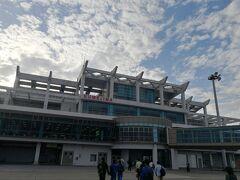 初めての久米島空港! ボーディングブリッジではなく徒歩でした!
