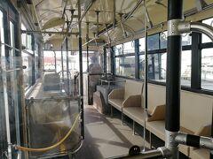 今度はRAC873便久米島行きに搭乗。バスは2台用意されていて、後のバスはガラガラでした。