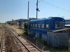 途中の小川郷駅では寝台列車みたいな建物を見かけた。 あの~、ブルトレ乗ったこと無いのです私。←富士・はやぶさ廃止時4歳だろ!