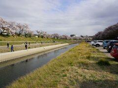 岡山の街は道がまっすぐじゃないし一方通行多いし、IC出たところでがっちり動かないし、車でうろうろしたくないと痛感しつつ後楽園駐車場。1時間100円。