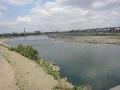 あゆみ橋から見た相模川上流方面