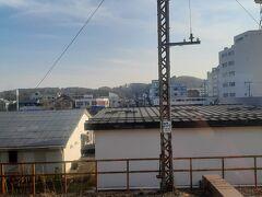 気がつくと白河だった。 友人は白河城を撮影していた。 そういえば白河駅には発車メロディーが付いている。 それも関東式(詳しくは発車ベル解説旅行記をご参照くださいまし)だ。 案外0.9とか余韻が多いイメージ(30秒停車が多いからねえ) 元々東京支社管轄(大宮支社ができる2001年まで)だっかたらだね。 (新白河がベルなのはそういう理由もあるのだと推測する。)