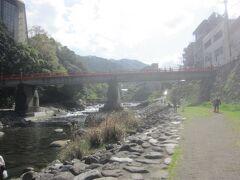 駅前の早川沿いをちょっと散歩してみてから