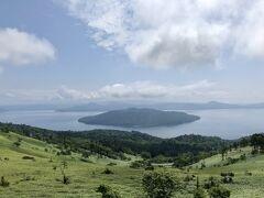 では、屈斜路湖! 日本最大のカルデラ湖です。 どうやっても写真からはみ出ます!!