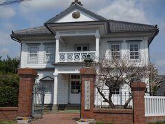 警察資料館(旧登米警察署庁舎)  警察関係を展示した日本唯一の警察資料館です。 この建物の設計も日本で初めて西洋建築を学んだ大工として知られる山添喜三郎です。和と洋を取り混ぜた美しい外観は、当時とほとんど変わらない形で保存されています。