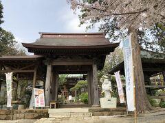 更に歩いて1分、海蔵院。 方外(夢窓疎石の高弟)が開山したお寺です。
