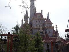 時間になったのでいよいよ美女と野獣のお城へ~!!