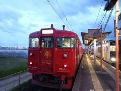 ブーゲンビリア空港から青島まで。 まずは空港からJRで1駅。 田吉駅 かわいい列車。