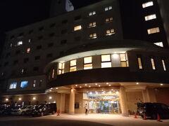 青島のバス停から5分ほどバス通りを歩いてホテルに到着。 1つ手前がANAインターコンチネンタルでした。