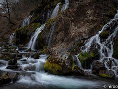 次に訪れたのは、吐竜の滝。昨年訪れてすっかりお気に入りになりました。紅葉の時期とは随分様子が異なります。