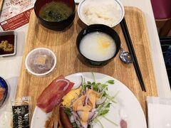 ベッセルホテルカンパーナ沖縄でのお目覚め~  別館2階で朝食です。お野菜たっぷりで  ヘルシー志向の方にお薦めです。 われわれのようにちょっと ヤバい食生活している方には絶対おすすめ(笑)