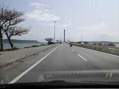ベッセルホテルカンパーナ沖縄からナビを入れると 「海の駅・あやはし館」までは40分 ドライブにはちょうどいい距離ね。