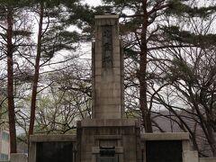 温泉街を歩いていくとあるのが忠霊塔公園。戦争で亡くなられた方々へ鎮魂の祈りを捧ぐために建立されたもの。現在は遊具などもあり、静かな公園です。戦争のない平和な世界を願わずにはいられません。