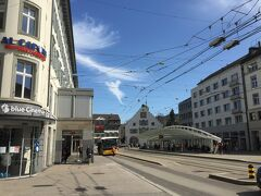 (13:57)   <マルクト広場> マルクト広場(市場広場)、名前の通り、かつて市の商業の中心地だった。バスの待合ホールCalatravahalleは、有名なスペイン人建築家カラトラヴァによるもの。