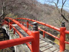 河鹿橋 下を流れる赤茶色い川が チラリと見える(^^)