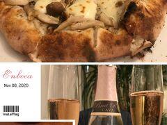 ロゼスパークリングで♪(*^^)o∀*∀o(^^*)♪  風呂上りにすでに ビールで済ませておりますが('◇')ゞ  ここの名物はピザや焼き野菜。 やっぱり美味しいな~