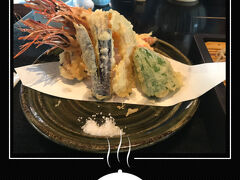 レストランもどこも行列が…  川上庵の待ち時間が 意外にも短く感じたほど。