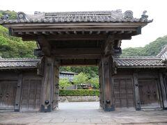 正門、明治になって建築。