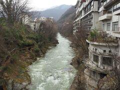 上流側。利根川の流れは意外と早い。この下流には紅葉で有名な諏訪峡があります。