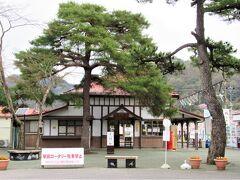 06:49 自宅最寄り駅を始発で発ち、秩父鉄道の「長瀞駅」着。 明治44年の開業当時からそのままの佇まいは「関東の駅100選」にも選ばれています。