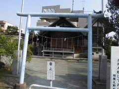 駅から歩いてすぐの報徳二宮神社です。
