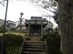 町田駅から境川を下って自転車で5分ほどの場所に茨山稲荷神社があります。無人の神社です。残念ながら桜の木はありませんでした。